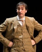 Pygmalion - Alistair McGowan as Prof Higgins - Credit Manuel Harlan - (ref4a) WEB